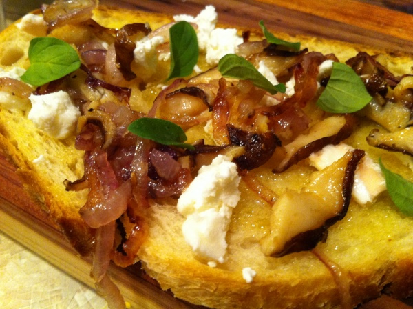 Shiitake mushroom bruschetta - 100% local ingredients